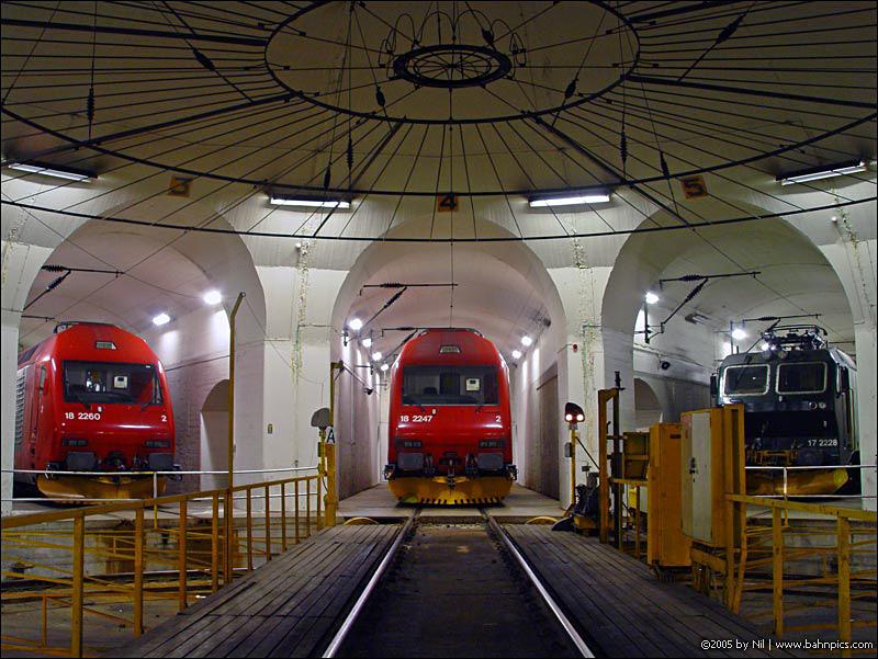 http://www.bahnpics.com/nil/05.03.24_Oslo/DSC03731.jpg